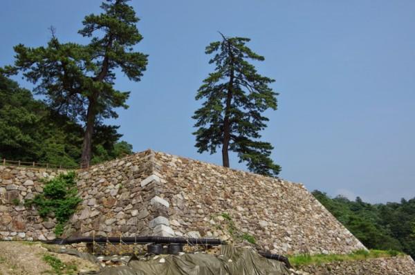 石垣が復元された楯蔵