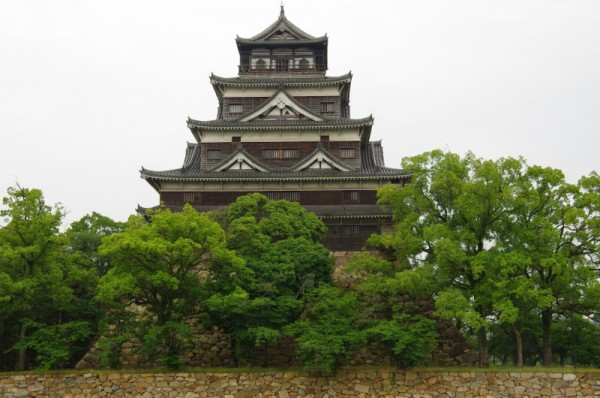 広島城は複合連結式望楼型五層五階の天守閣