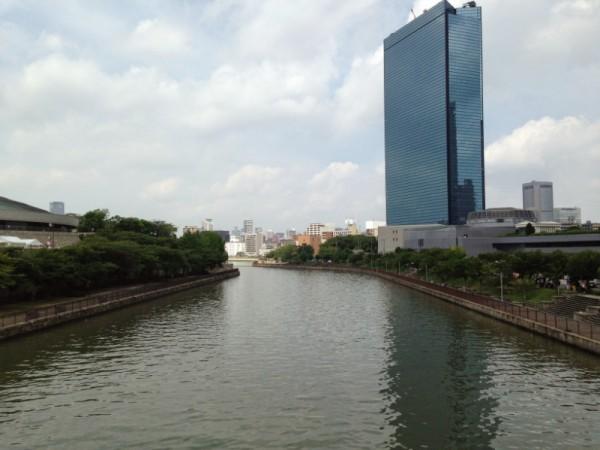 JR大阪城公園駅から玉造筋を歩き、第二寝屋川を渡って行く
