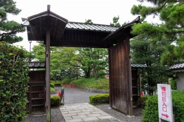忍城のとこにあった門か、復元なのか現存なのかは不明