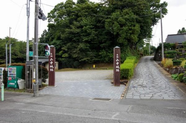 脇にある石畳の道が旧箱根街道