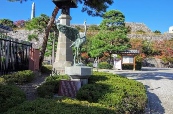 舞鶴公園時代には本丸の噴水として使われていた二代目の鶴