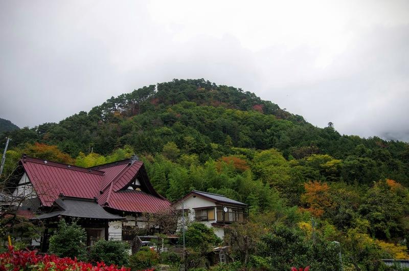 甲斐国守護の武田信虎が躑躅ヶ崎館の詰の城として築いた要害山城の麓には積翠寺がある