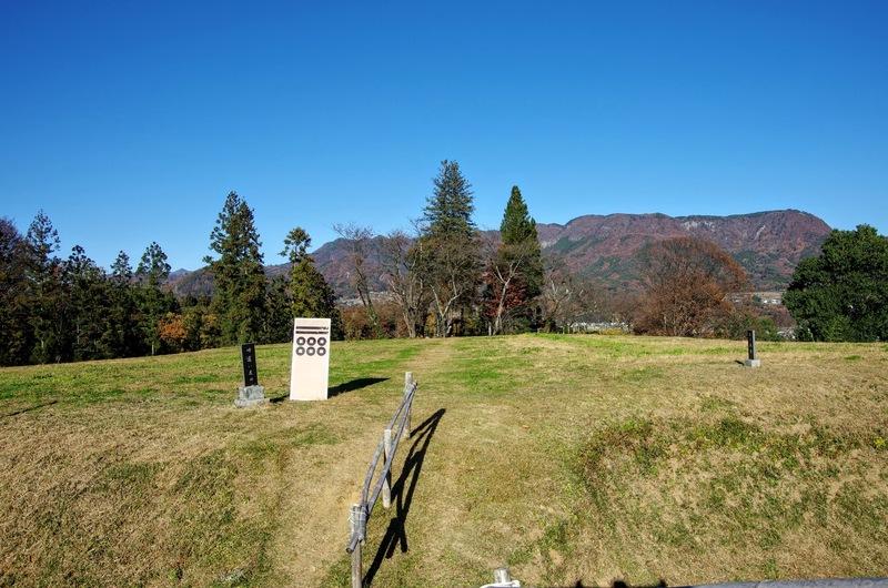 天然の要害に守られ、連郭式崖端城である名胡桃城の二ノ郭は食違い虎口だった