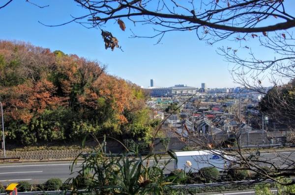 日産スタジアム左手には太田道灌が即席で築城した亀ノ甲山の陣城があった