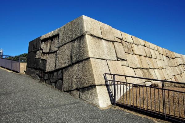 隅石は石材の長辺と短辺を交互に組み合わせた算木積だった