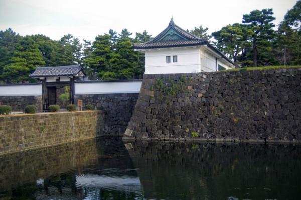 桔梗門の内桜田門に対して外桜田門とも呼ばれている