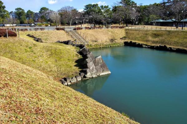 発掘調査後に隅石は算木積で復元されていた