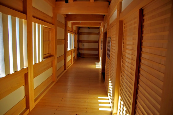 部屋を囲む回廊