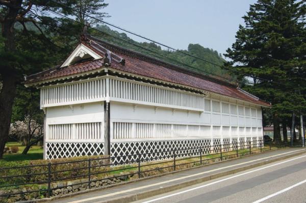 藩邸の大手口に建てられていた物見櫓を、この場所に移築した