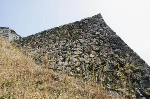 三十間台南の一段下に設けられた城内一の高石垣である