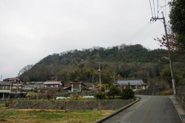 JR本郷駅北口から結構な坂を上がって20分くらいのところ