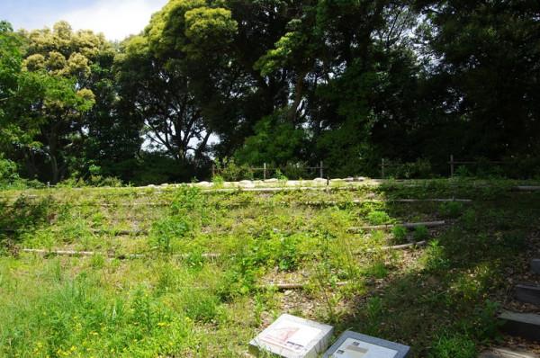 松尾山の北東に設けられた空堀に接する重要な場所には多聞櫓が建っていた