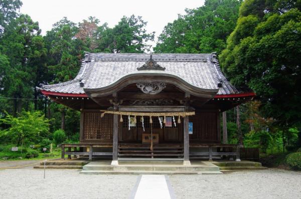 上杉氏糟谷館の南方を守る位置に建つ神社で、今から300年前の再建物らしい