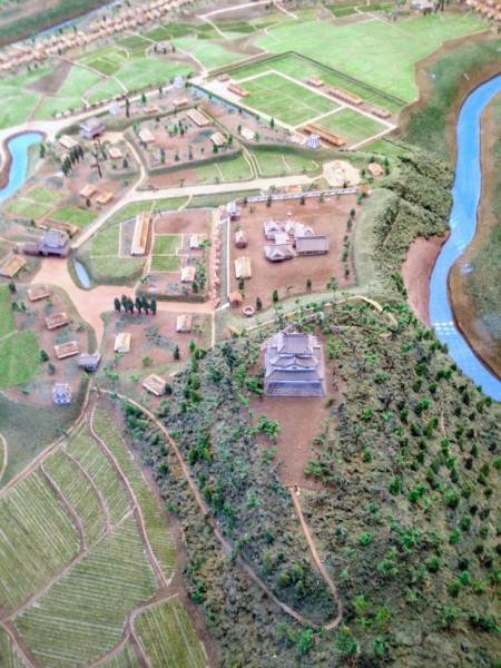 本丸がある城址の南側から北側を俯瞰したところ