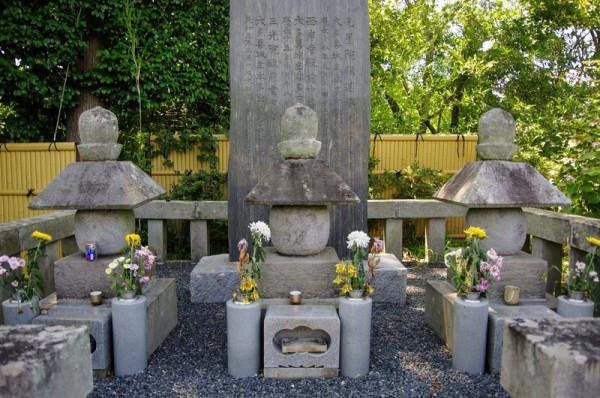 忠勝公の戒名は西岸寺殿前中書長誉良信大居士と良信寺の文字が入る