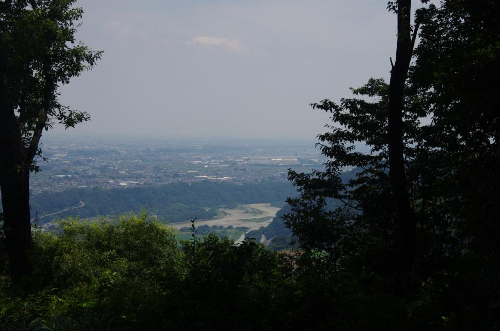 相模川によって形成された河岸段丘の上に相模原台地がある