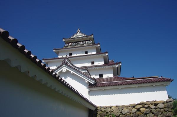 會津地震の復興後、七層の望楼型天守は五層の層塔型天守に改められた