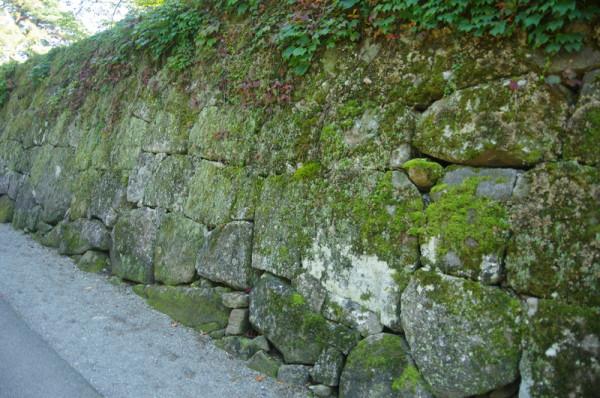 加工した石材で積まれた打込接で、蒲生氏郷公の時代のもの