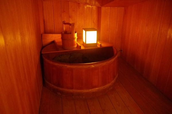城内に10本ある井戸の一つで、復興天守を再建した際に移された