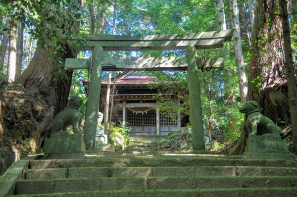 久留里藩主・黒田直純が城の鬼門に建立し領内安穏を祈願した