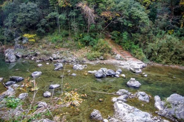 宇連川側は堆積が多く、浅瀬だった