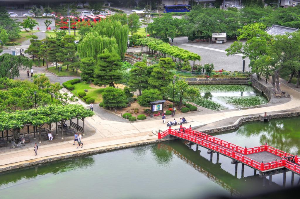 大天守最上階から見下ろした二の丸跡の松本城公園と当時は立入り禁止だった埋橋