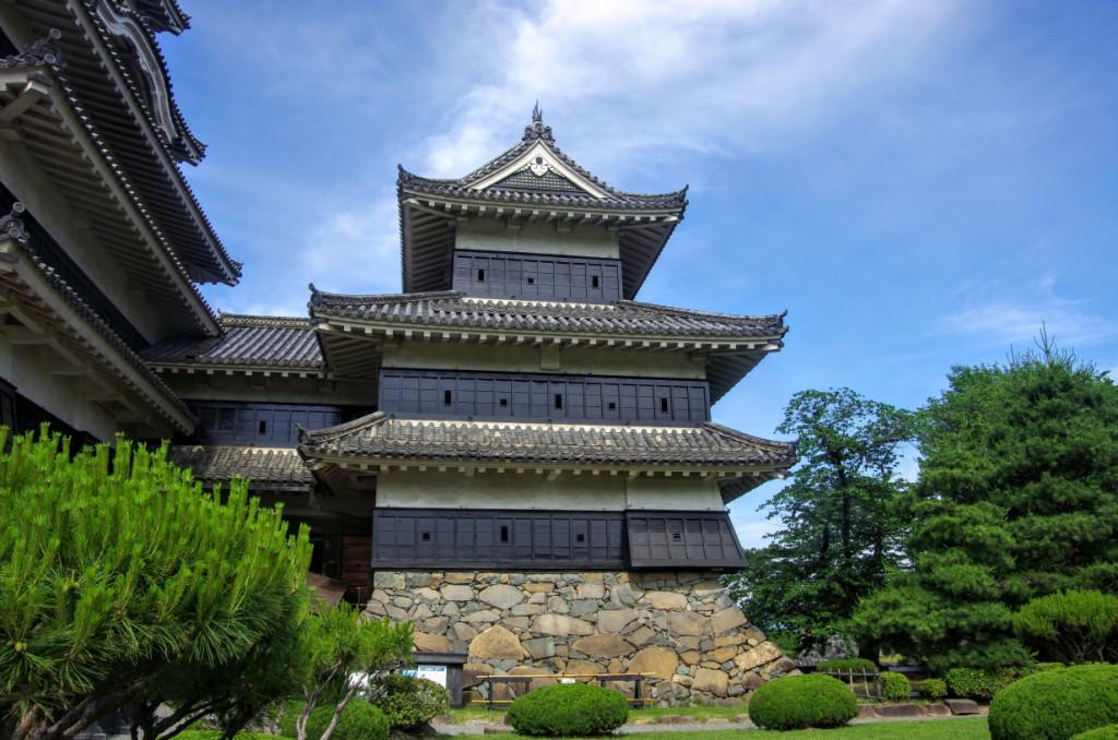 こちらが松本城を築いた際に建てられた天守に相当する三重櫓で、内部は四階の造りになっている