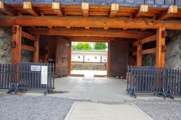 柱は樹齢400年の檜、梁は140年の松を使用しているらしい