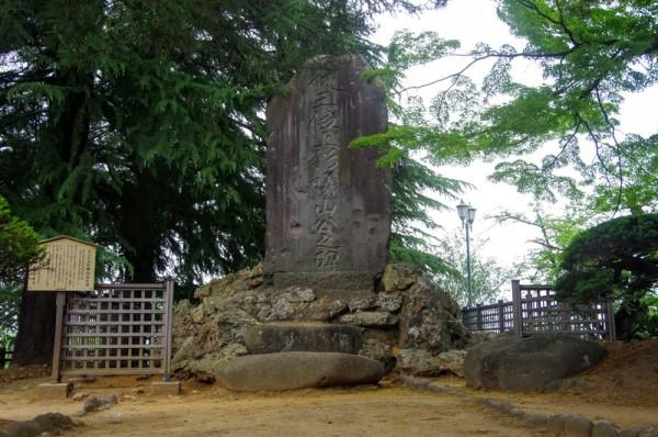 戊辰戦争後に隠居した米澤藩第十二代藩主・上杉斉憲公の碑