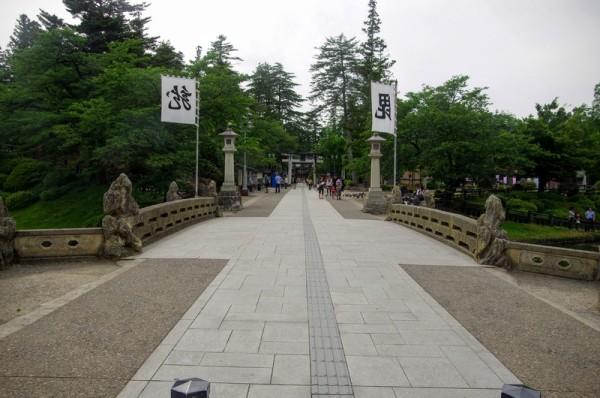 本丸大手口跡で、橋を渡った先には太鼓門と枡形虎口があった
