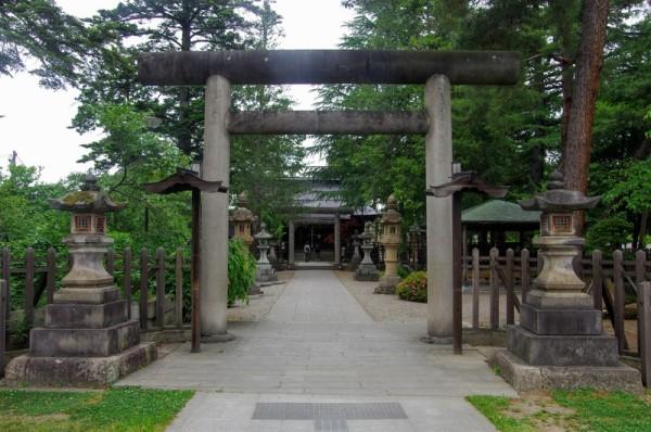 明治35(1902)年に上杉神社から鷹山公を分祀して御祭神とした