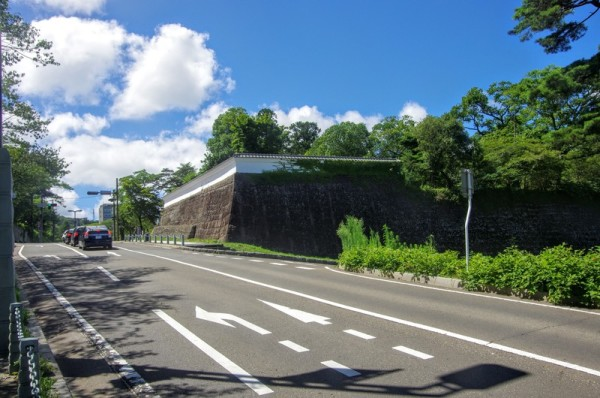 太平洋戦争中の空襲の戦禍を免れ、唯一遺る仙臺城の遺構である