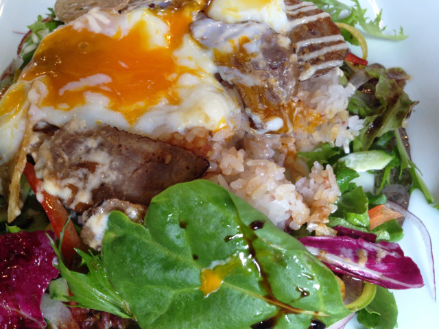「ライス+肉+サラダ+マヨネーズ」が基本
